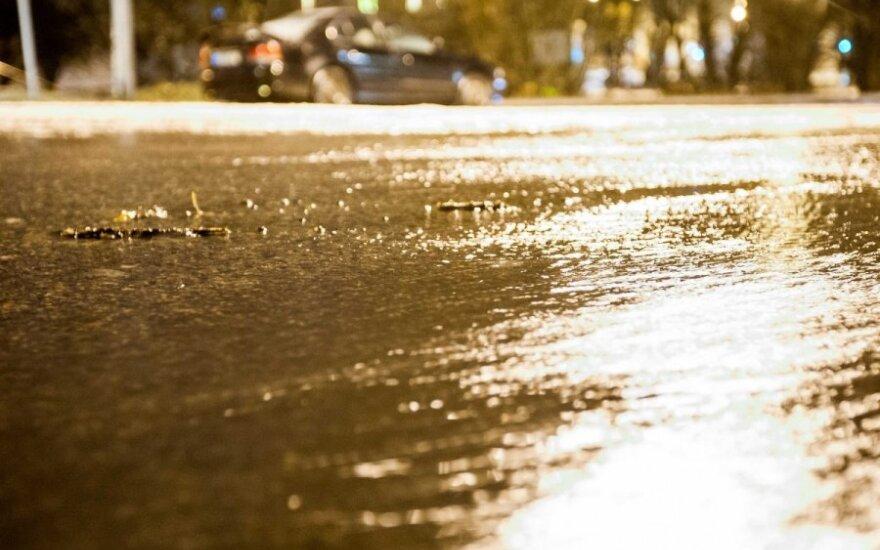 Eismo sąlygos sudėtingos, keliuose yra slidžių ruožų
