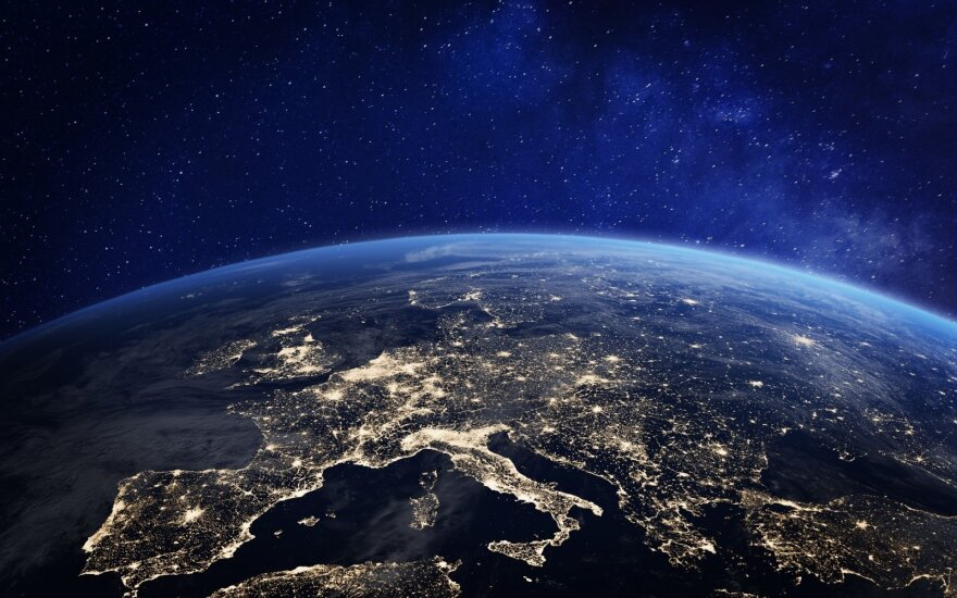 Stebinanti žinia: 10 kilometrų virš Žemės knibžda gyvybė