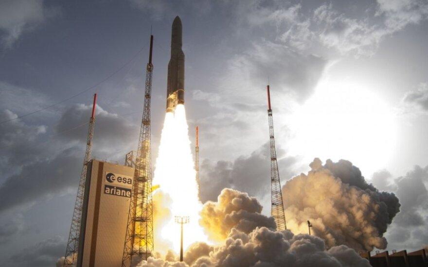 """Raketos """"Ariane V"""" startas"""