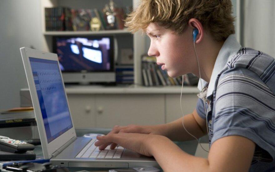 Nuo interneto priklausomi paaugliai tampa virtualios erdvės įkaitais