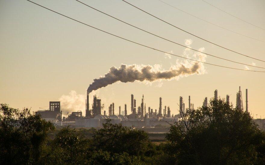 Klimato kaitą galima sustabdyti už kuklią sumą: pasaulis ginklams tiek išleidžia vos per 60 dienų