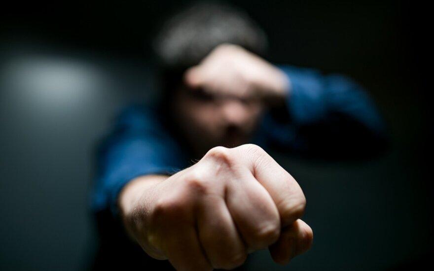 Kazlų Rūdoje siautėjo vyras: keikėsi, nepakluso, spyrė pareigūnui