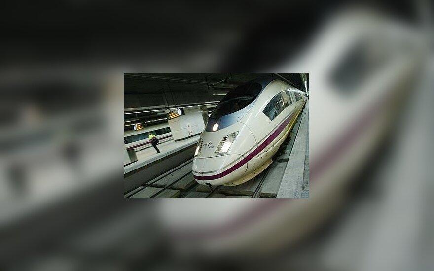 Britanijos vyriausybė pritarė greitojo traukinio tinklo statybai