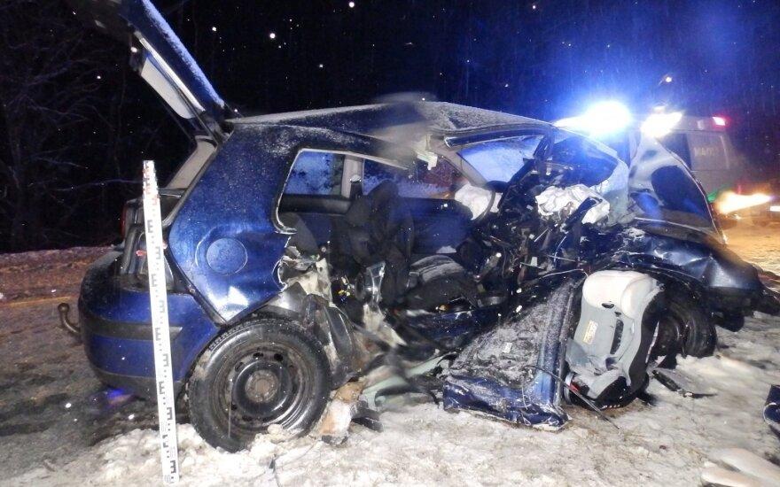Baisi avarija Šakių r.: žuvo sutuoktinių pora, dar penki sužaloti