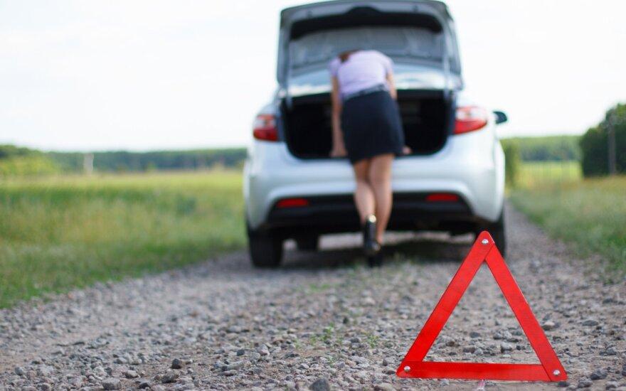Kreipėsi į vairuotojus: ar nepamiršote, ką reikia turėti automobilyje?