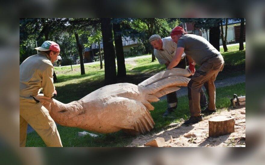 Šunskų miestelis pasipuoš medžio skulptūromis
