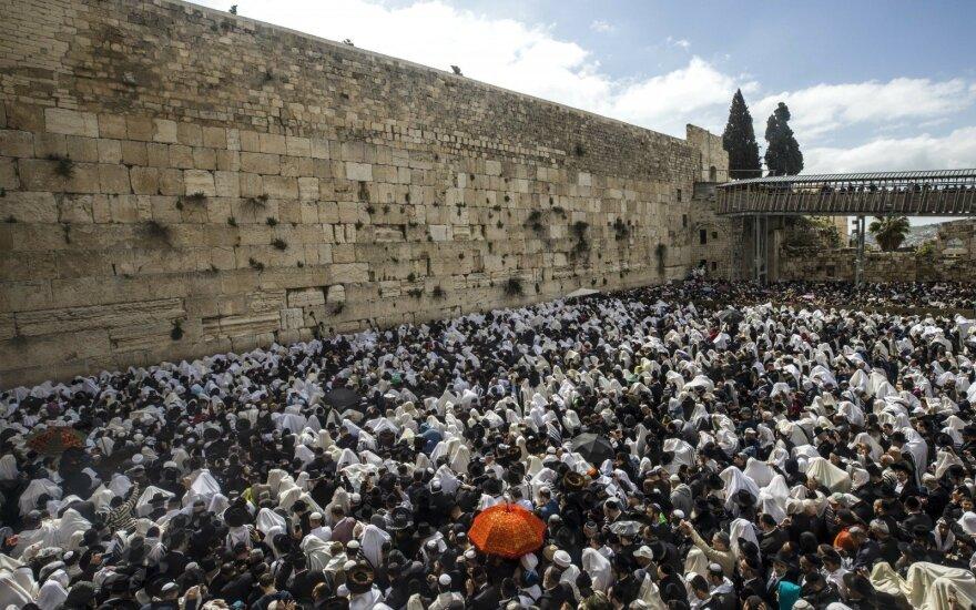 Jeruzalėje tūkstančiai žydų susirinko prie Vakarų sienos Pesacho šventikų palaiminimo