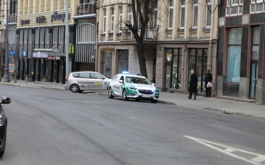 Pėsčiasis, kuriam Vilniuje BMW vairuotojas pervažiavo kojas ir pabėgo: važinėja visokie oligarchai