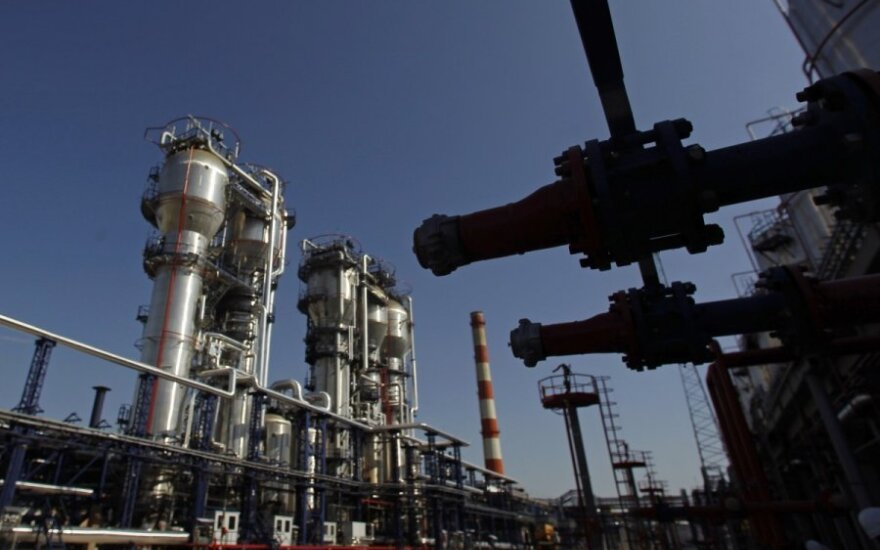 Naftos kainos auga