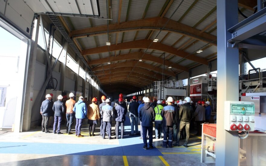 """""""Lifosa"""" plečiasi: atidarytas naujas trąšų gamybos cechas, sukurs 26 darbo vietas"""