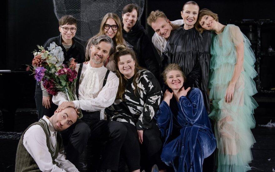 Režisierė Uršulė Bartoševičiūtė (nuotr. viduryje)