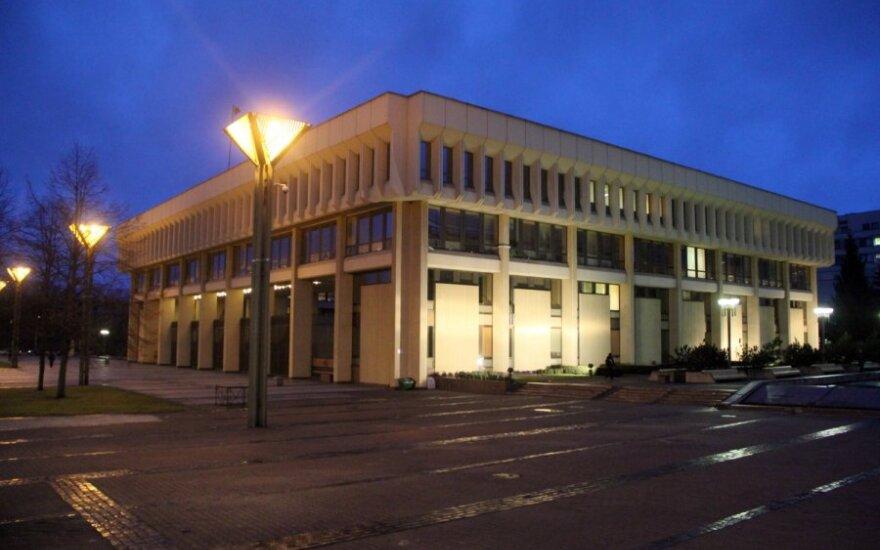 Seimo rūmus norima apsaugoti metaliniais stulpeliais