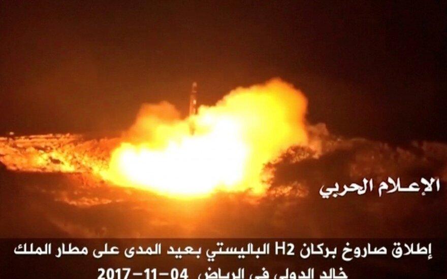 Saudo Arabija: virš Rijado numušta raketa
