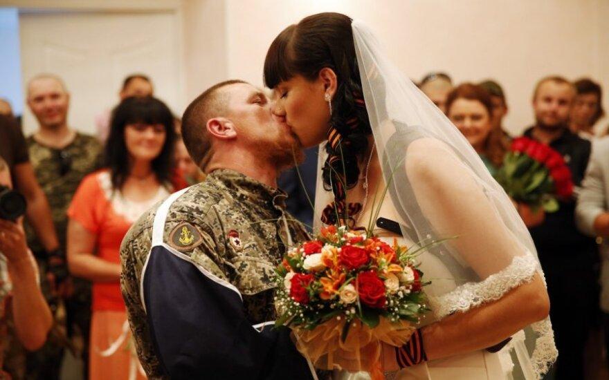 """""""Saldžioji separatistų porelė"""": po vestuvių žengė dar vieną žingsnį"""