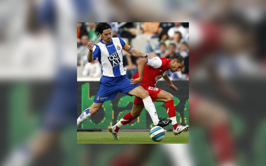 "Daniel Jarque (""Espanyol"", kairėje) kovoja su Martin Petrov (""Atletico"")"