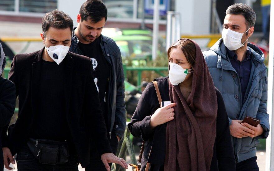 """Iranas atmeta """"užsienio"""" pagalbą, koronaviruso aukų skaičiui artėjant prie 2 000"""