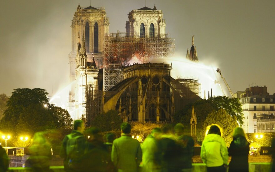 Po gaisro Paryžiaus katedroje – nerimas dėl dar vieno pastato
