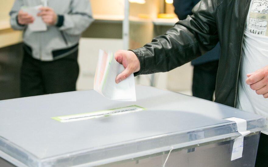Albanijoje prasidėjo balsavimas prieštaringai vertinamuose vietos rinkimuose