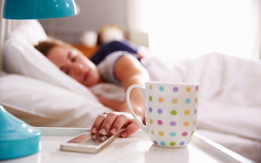 Prasta žinia miegaliams: ilgai miegoti kenkia sveikatai
