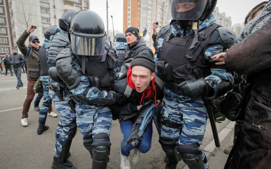 Maskvoje sulaikyto opozicionieriaus advokatas: protestai tęsis net ir be lyderių