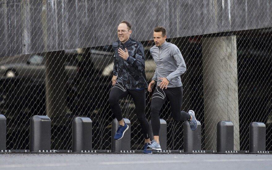"""Patarimais dalijasi sporto treneris bei maratonų bėgikas Mindaugas Šatkus, blogo """"Bėgiko užrašai"""" autorius, kasdien bėgantis Ignas Dombrauskis"""