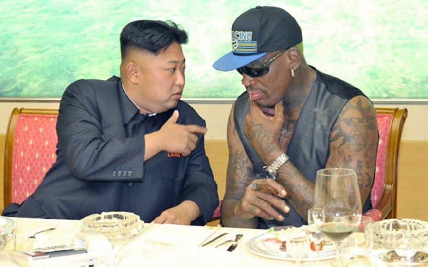 Rodmanas palygino Kim Jong-uną su dideliu vaiku