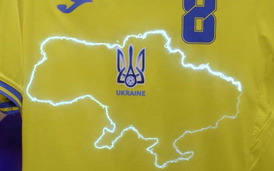 Ukrainos futbolo rinktinės apranga su išryškintais šalies kontūrais