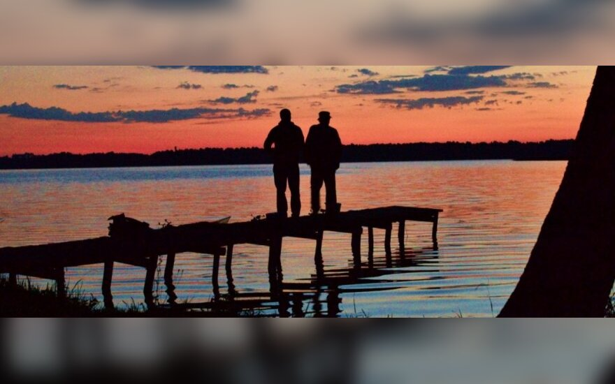 43 km valčių žygis po ežerą, kur irstėsi A. Smetona