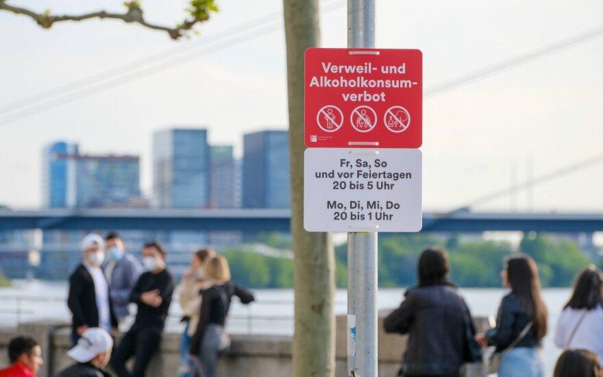 Vokietija prakalbo apie galimą kaukių prievolės švelninimą