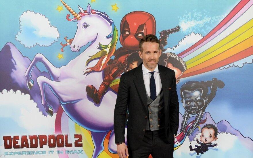 """Ryanas Reynoldsas filmo """"Deadpool"""" pristatyme"""