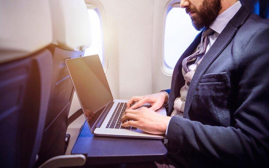 JAV atsisako ketinimų drausti europiečiams gabenti nešiojamus kompiuterius lėktuvuose