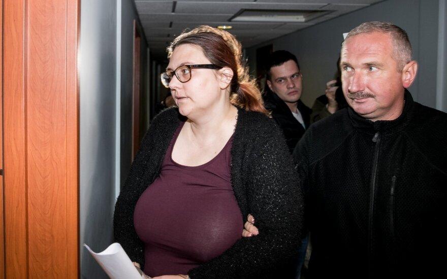 Kraupia žmogžudyste ir bandymu Verkių parke sunaikinti palaikus įtariama vilnietė teisme veido neslėpė