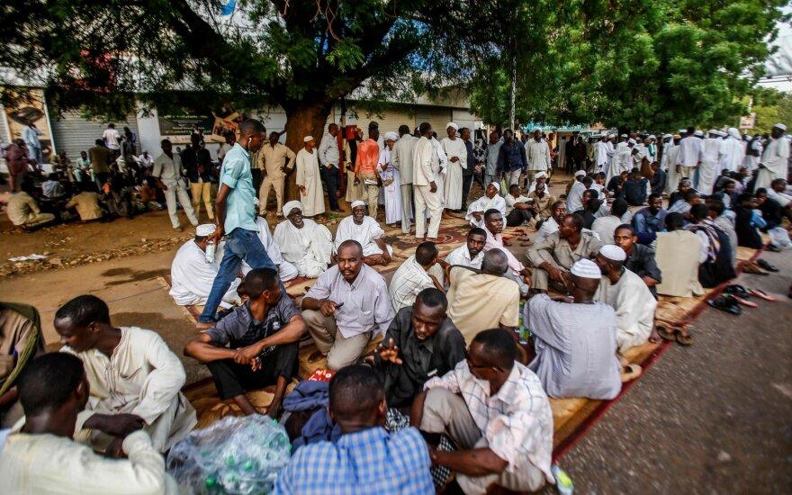 Sudano sostinėje jėga vaikomas daugelį savaičių vykstantis sėdimasis protestas