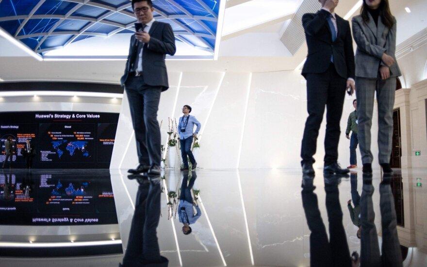 """Kinijos """"skaldyk ir valdyk"""" politika Europoje: ar Lietuvai vertėtų sunerimti?"""