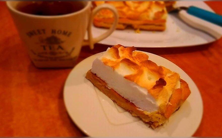 Obuolių pyragas su cukrine tešla