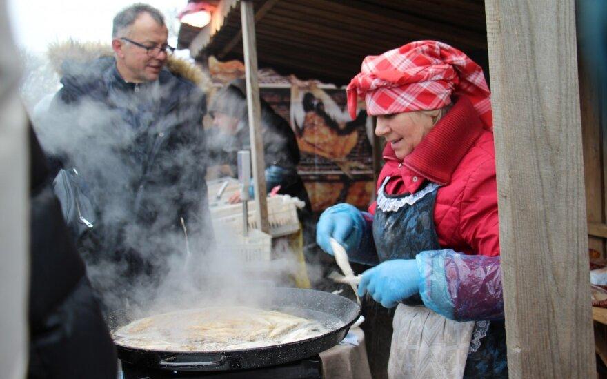Nidos Stintapūkio šventėje prekeiviai nesikuklino: kai kurie už vieną stintą prašė euro