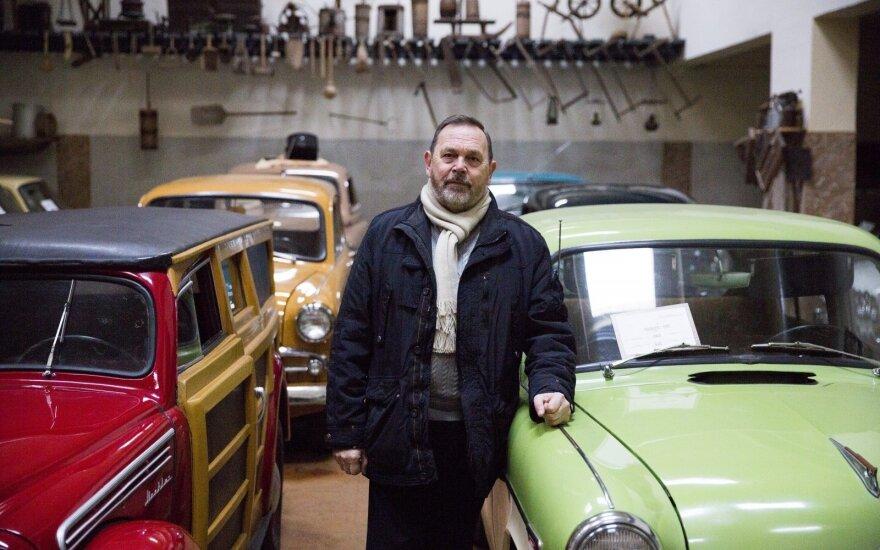 Įspūdinga marijampoliečio Kęstučio Kubiliaus automobilių kolekcija. Vytenio Radžiūno/LRT.lt nuotr.