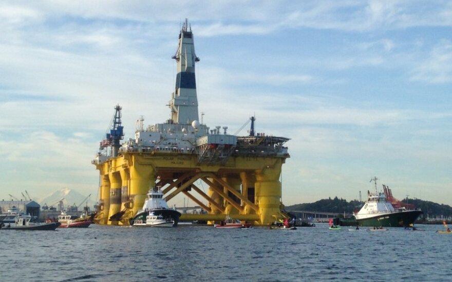 Naftos kainų iš nuosmukio neišjudina ir kritusios žaliavos atsargos Jungtinėse Valstijose