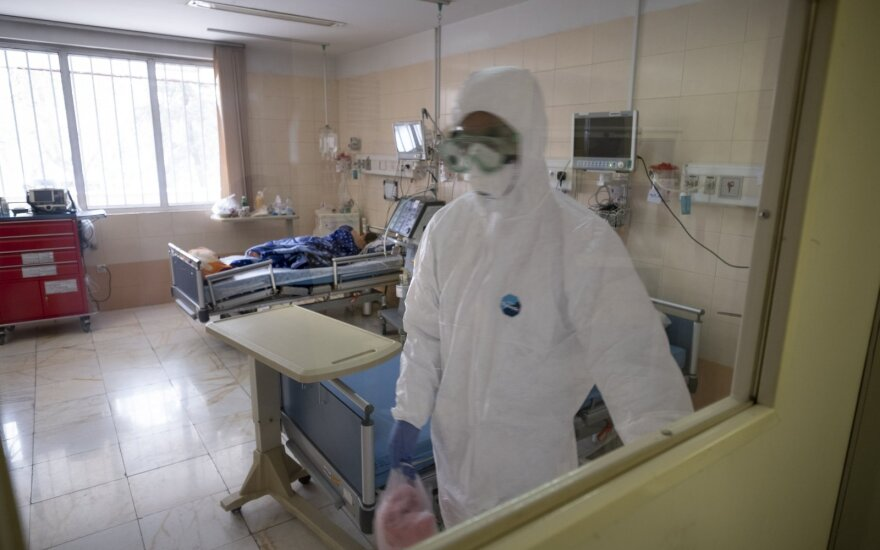 Specialistai apie koronavirusą: artimiausios savaitės – kritinės