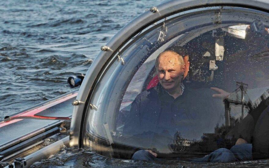 Vladimiras Putinas batiskafu panėrė į Baltijos jūros dugną