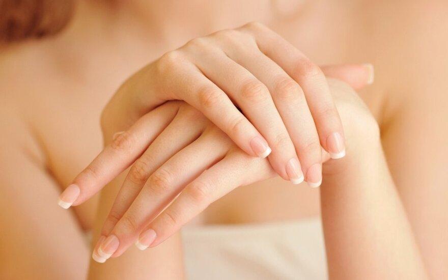 7 priežastys, kodėl jūsų rankos atrodo senos