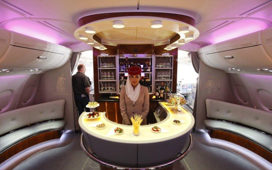 """Interneto žvaigždė keliavo """"Emirates"""" lėktuvu: tai lyg viešbučio kambarys"""