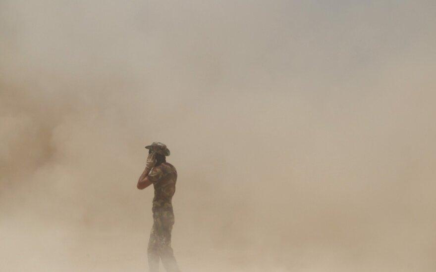 """""""Islamo valstybės"""" mirtininkų atakomis mėgina stabdyti vyriausybinių pajėgų veržimąsi Libijos Sirto mieste"""