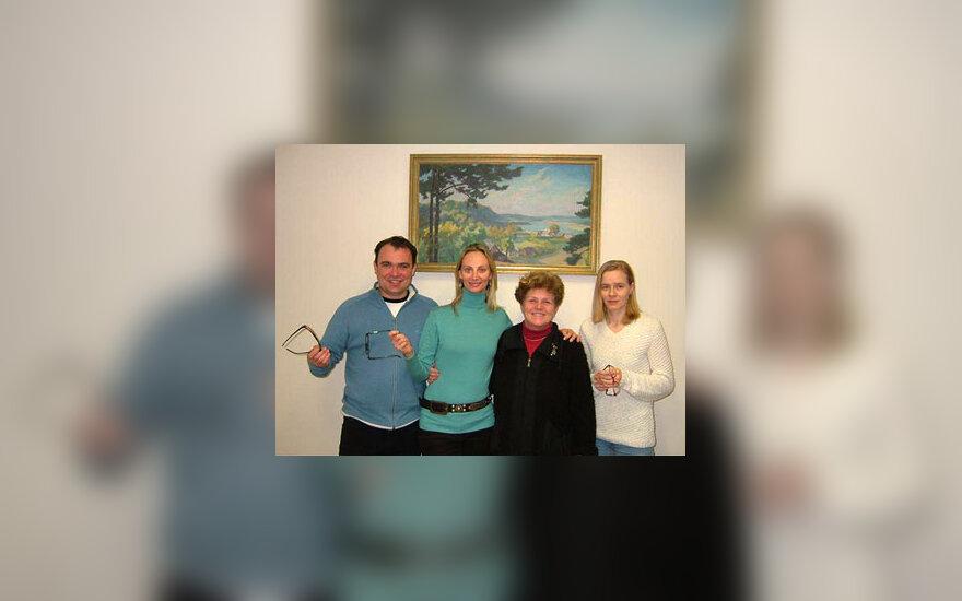 Akių ligų klinikos vadovė Lilija Socevičienė su pacientais