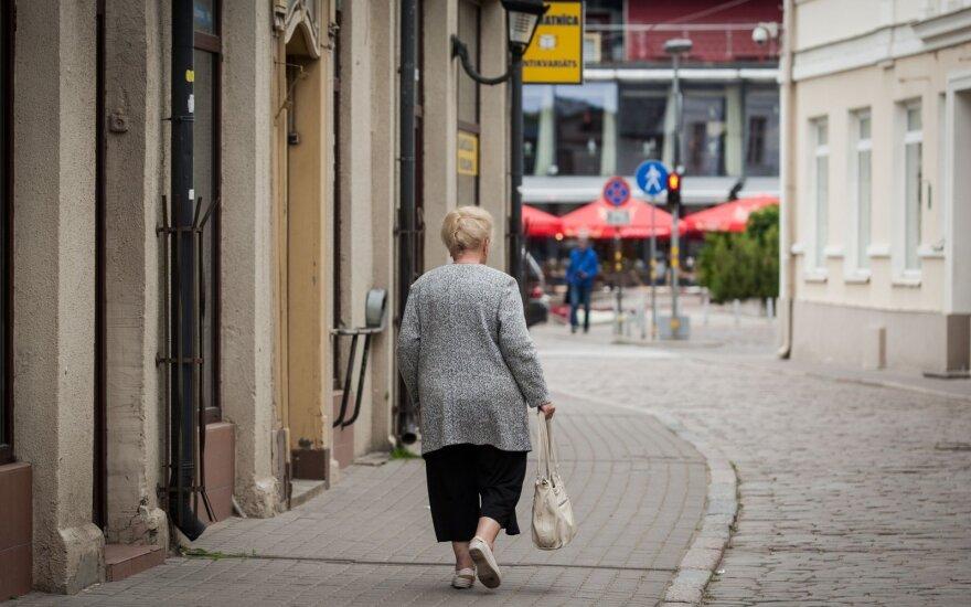Ketina nepritarti 42 eurų išmokai vienišiems pensininkams