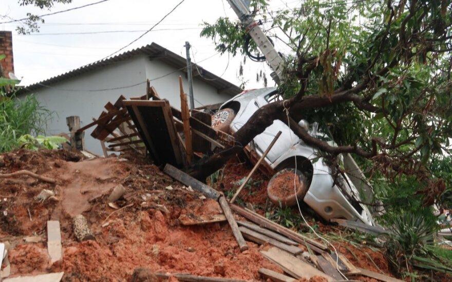 Brazilijoje smarkių audrų aukų padaugėjo iki 44