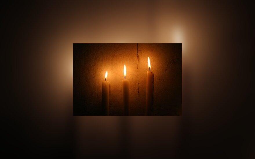 Žvakės, liepsna, ugnis, atminimas, memorialas, kapinės, laidotuvės, mirtis
