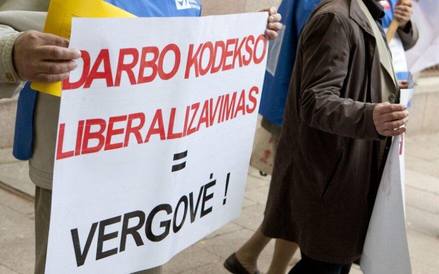 Seimas Darbo kodekso svarstymą atidėjo, profsąjungos vis tiek žada mitinguoti