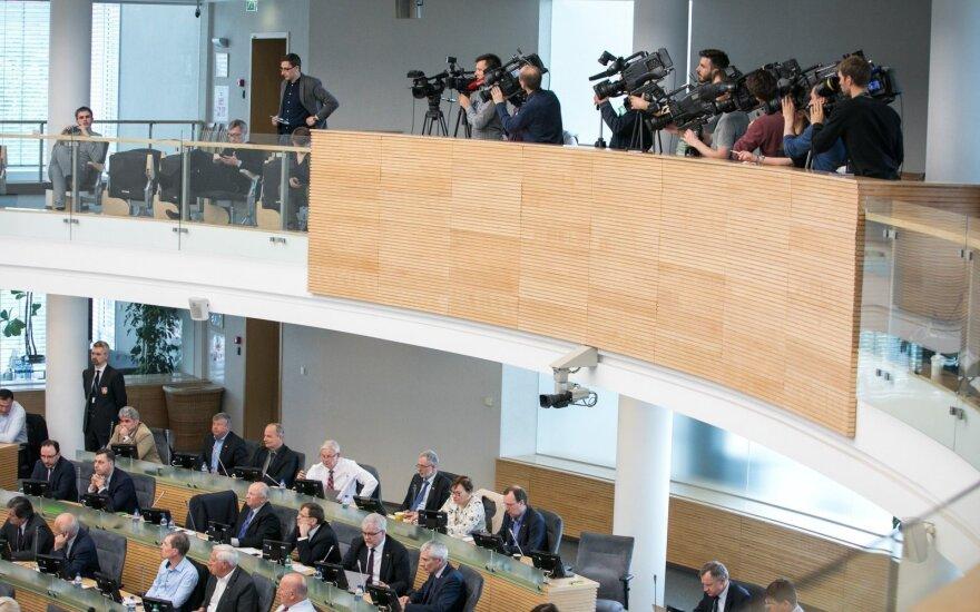 Seimas nebalsuos, ar leisti savivaldybių įmonėms toliau teikti labdarą ir paramą