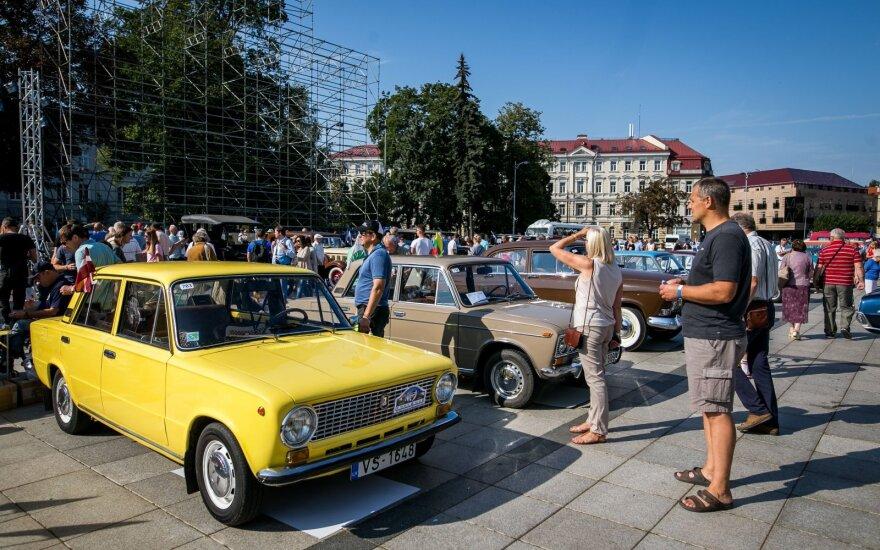 Vilniuje prasideda senovinių automobilių žygis Baltijos keliui paminėti